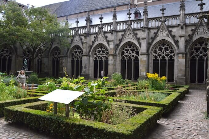 Il chiostro del duomo di Utrecht, in Olanda