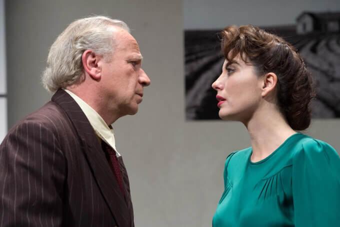 """Geppy Gleijeses e Vanessa Gravina ne """"Il piacere dell'onestà"""" di Pirandello, diretto da Liliana Cavani"""