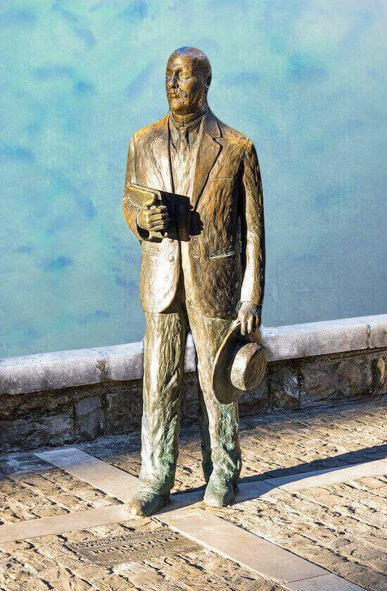 Statua di Italo Svevo di Nino Spagnoli a Trieste