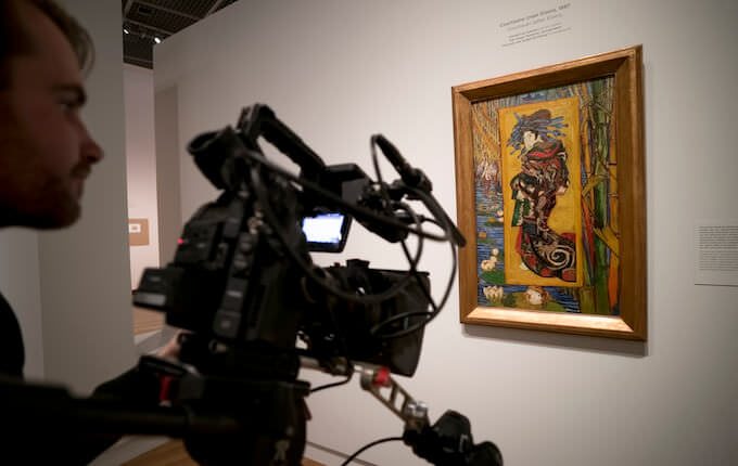 Filming'Courtesan (after Eisen) 1887', Van Gogh & Japan © EXHIBITION ON SCREEN (David Bickerstaff)