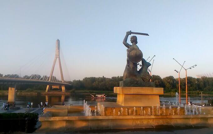 Varsavia: la la sirena sul lungofiume a Powisle
