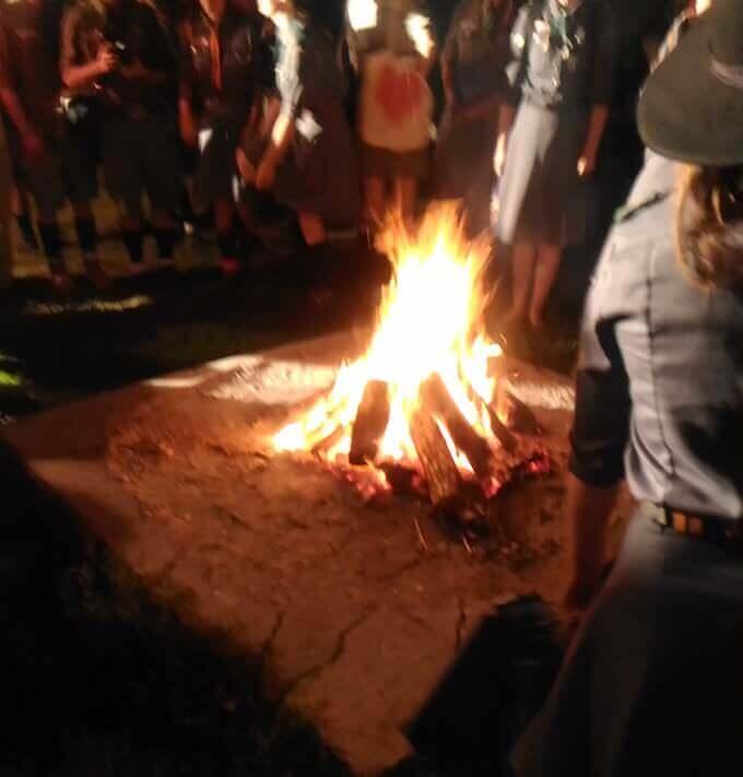 Varsavia: il falò rituale acceso dagli scout