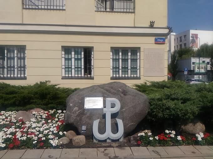 """Varsavia: monumento in ricordo dell'operazione """"Arsenal"""""""