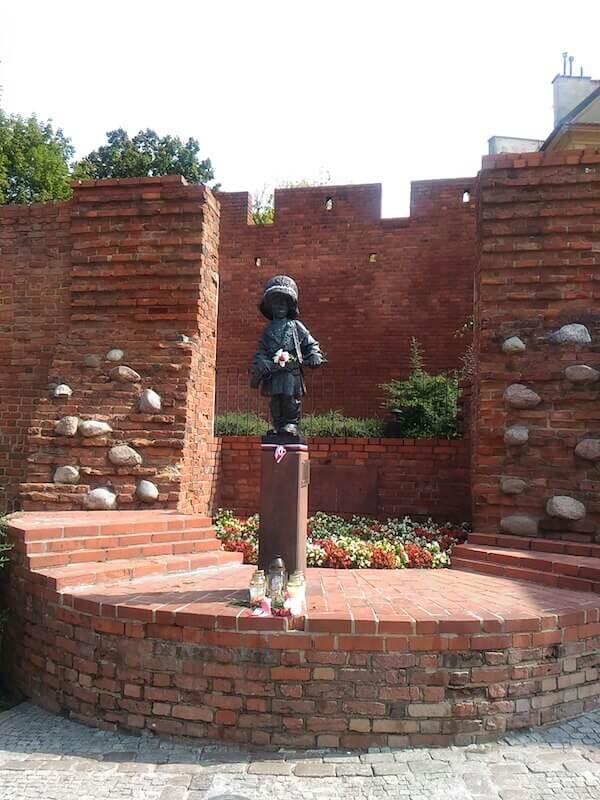 Varsavia: la statua del Piccolo Insorto
