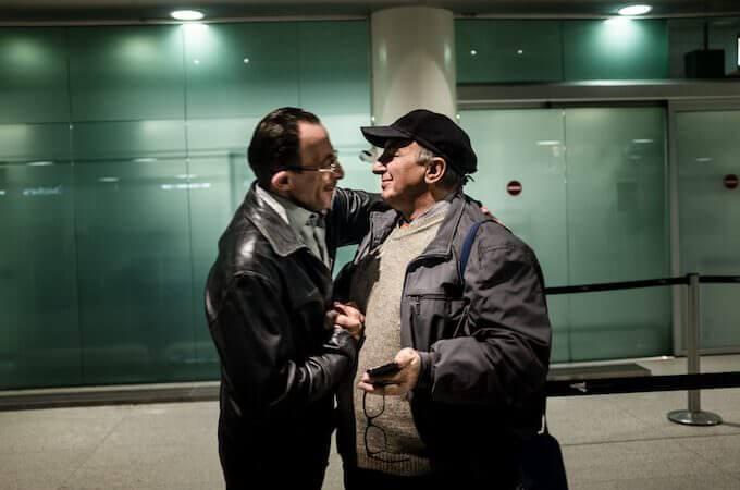 Max Hirzel, Corpi migranti: Mohamed Matok incontra Angelo Milazzo all'aeroporto di Catania