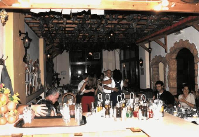 Il ristorante Il Cortile di Deucalione a Iraklio (anno 2000)