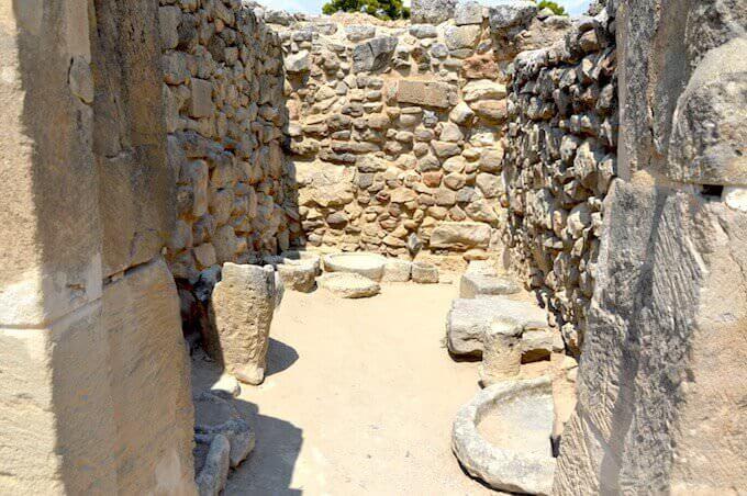 Festo: recipienti di pietra