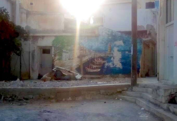 Un affresco scrostato a Iraklio (Creta)