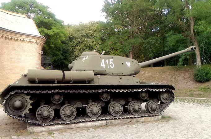 Museo degli armamenti di Poznan: riproduzione carro armato Is-2 russo-polacco