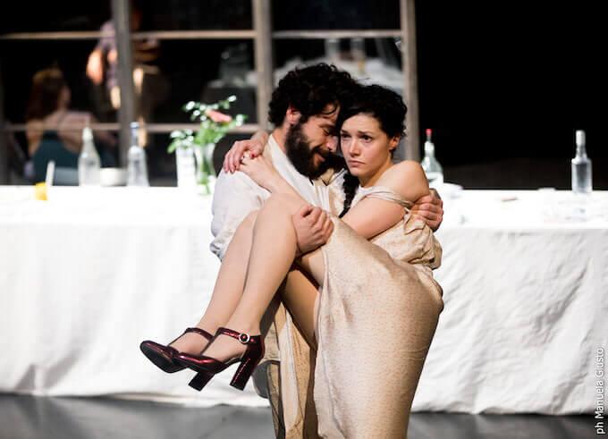 """Una scena di """"Platonov"""" di Anton Cechov per la regia di Marco Lorenzi (foto di Manuela Giusto)"""