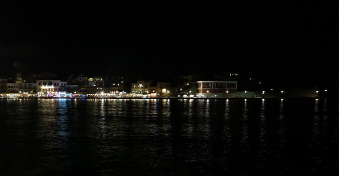 Chania: banchina di notte
