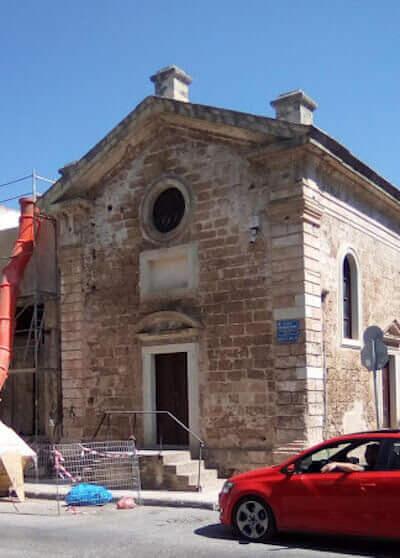 Una chiesetta in restauro a Chania, sull'isola di Creta