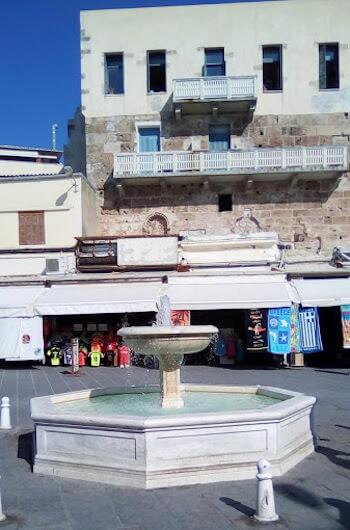 Una fontana a Chania, sull'isola di Creta