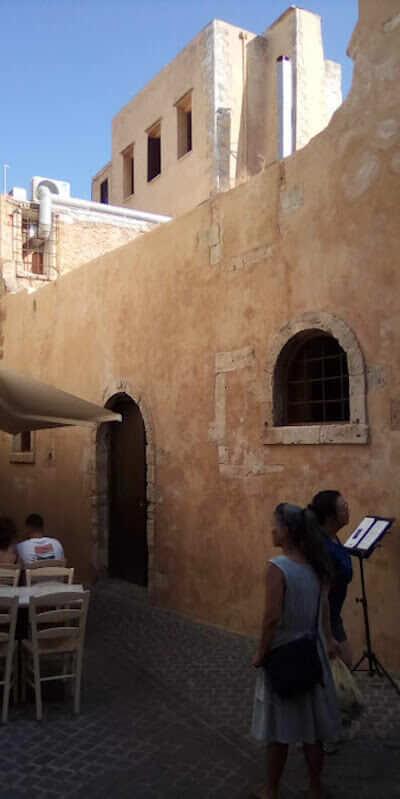 Chania: un muraglione restaurato filologicamente