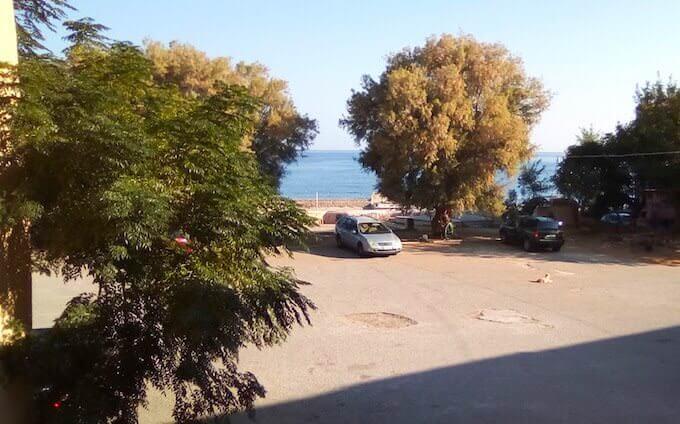 Il parcheggio di una pensione a Chania