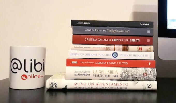 I libri sulla scrivania di ALIBI Online