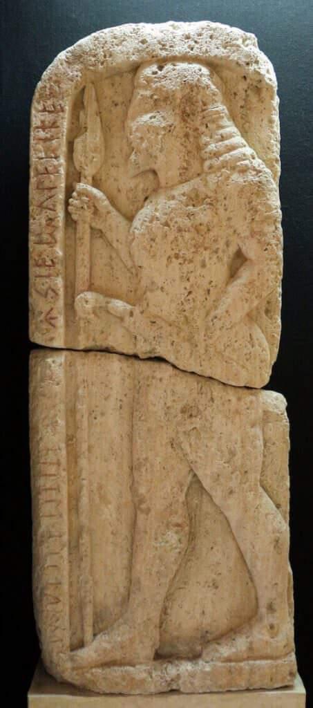 Stele funeraria di Avile Tite, Museo Etrusco Guarnacci di Volterra (da Wikimedia)