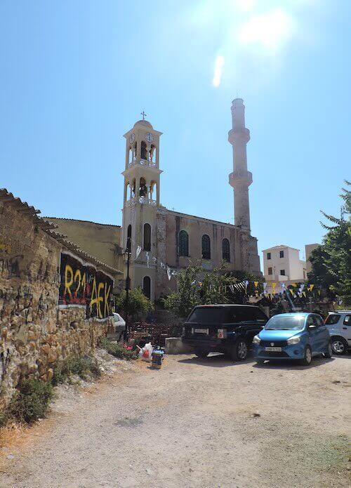 Chania: la chiesa di San Nicola e il minareto della Moschea