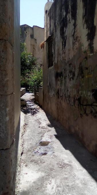 Chania: uno stretto passaggio tra le case