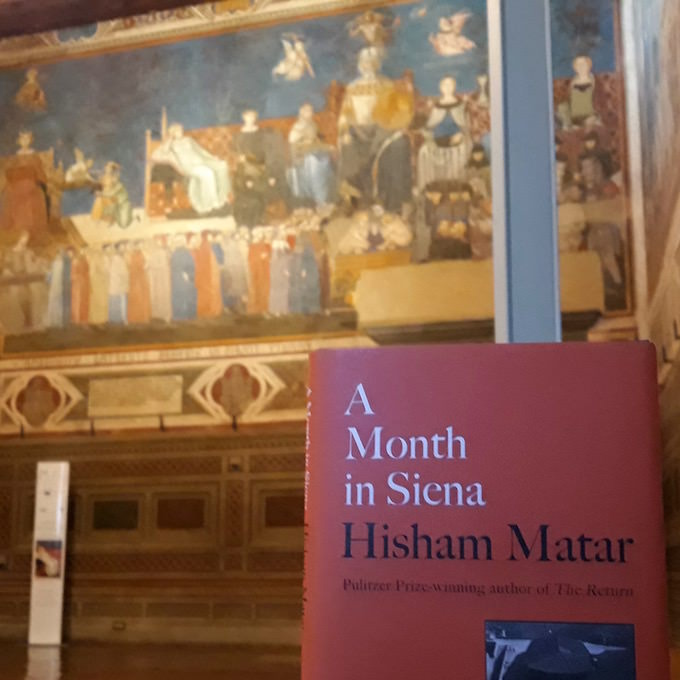 Il libro di Hisham Matar nella Sala dei Nove a Siena