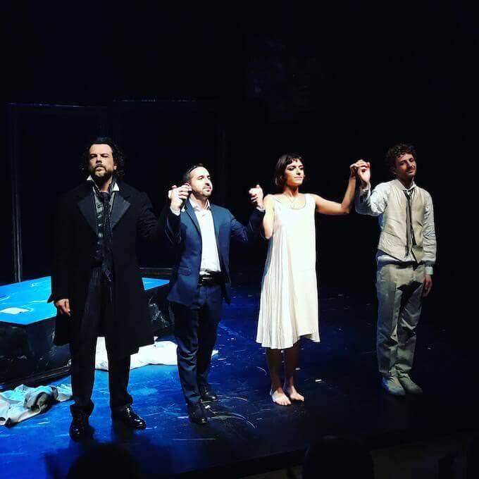 """Mino Manni, Alberto Oliva, Emilia Scarpati Fanetti e Giuseppe Attanasio accolgono gli applausi del pubblico alla fine de """"L'idiota"""" al Teatro Out Off di Milano"""