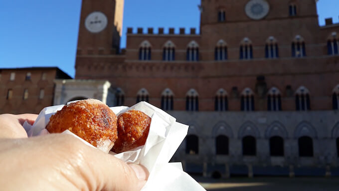 Frittelle in Piazza del Campo a Siena