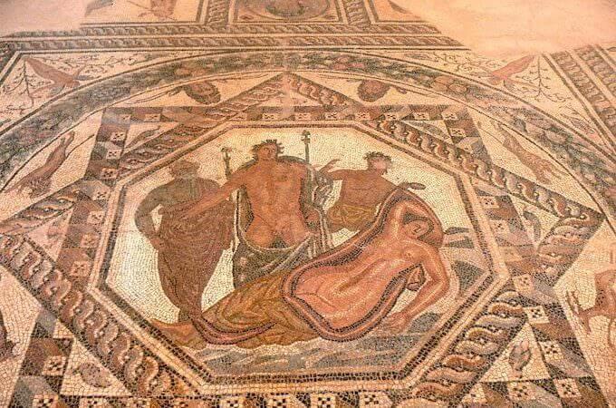 Museo Archeologico di Chania: mosaico con Dioniso e Arianna. Foto di Wolfgang Sauber (WikiMedia)