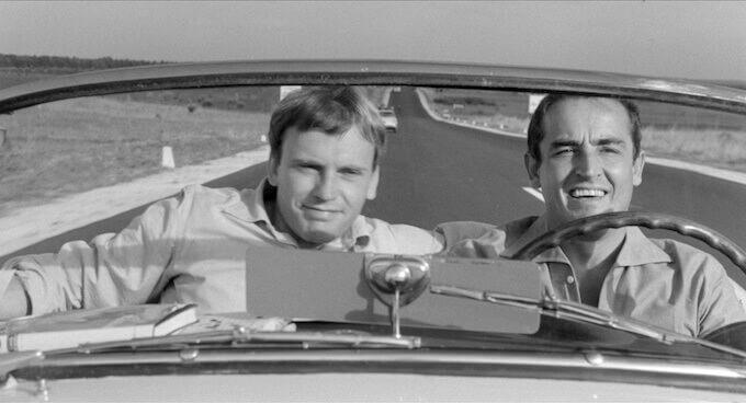 """Trintignant e Gassman in una scena de """"Il sorpasso"""" di Dino Risi (da Wikipedia)"""