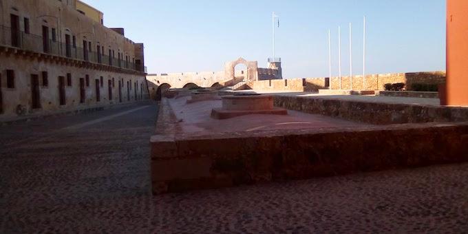 Il cortile del Museo Marittimo di Chania a Creta