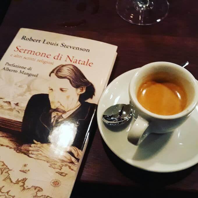 Il caffè del ristorante Boissonnerie a Parigi