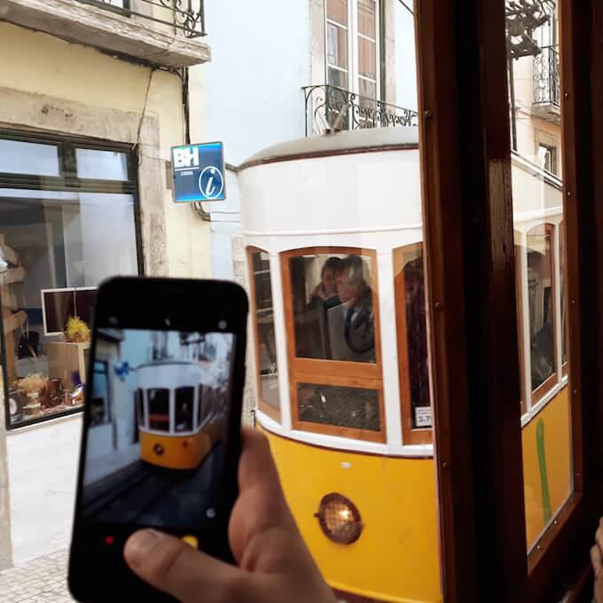 Lisbona: un treno a cremagliera