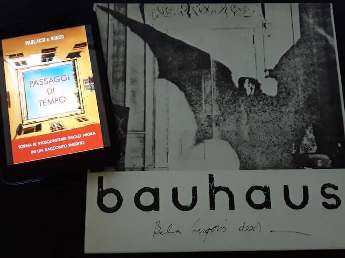 """""""Passaggi di tempo"""" di Paolacci & Ronco con """"Bela Lugosi's dead"""" dei Bauhaus"""