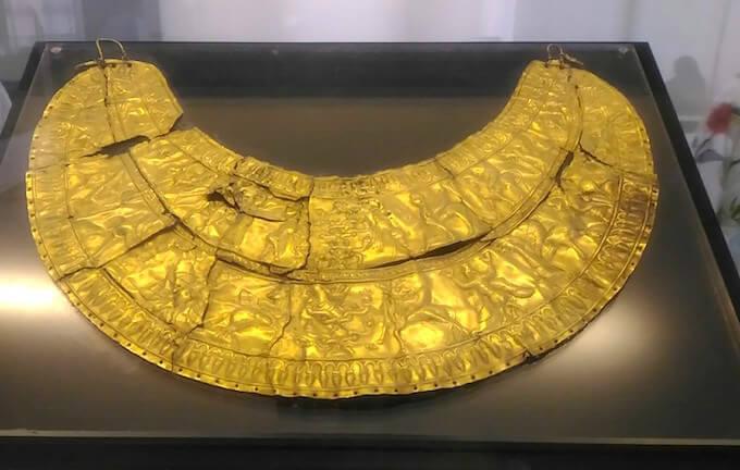 Museo Archeologico di Teheran: collana d'oro