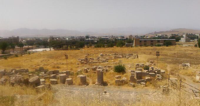 Resti di templi a Kangavar