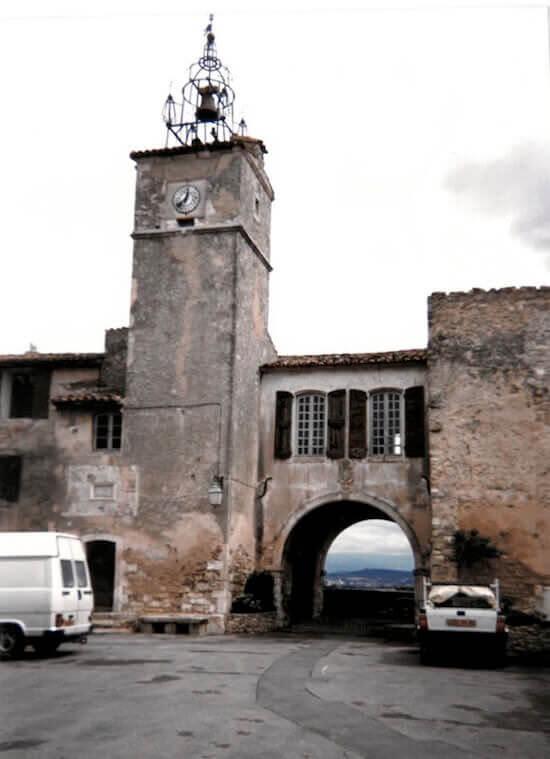 La torre dell'orologio di Ménerbes