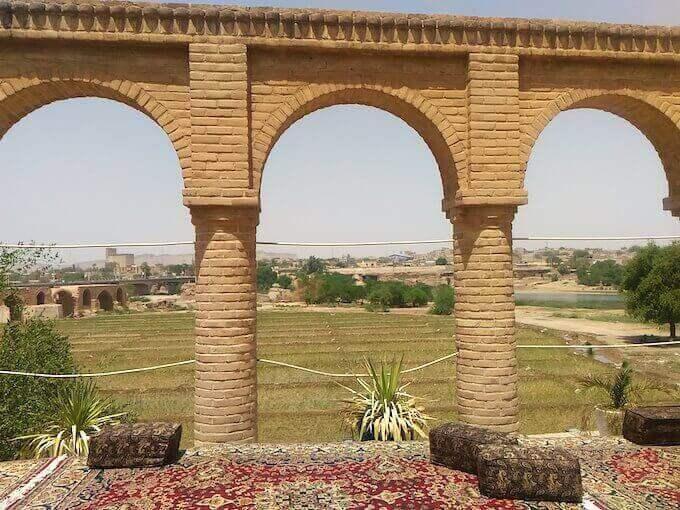 Shushtar: il ponte romano sullo sfondo