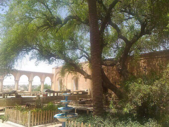 Shushtar, cortile del ristorante