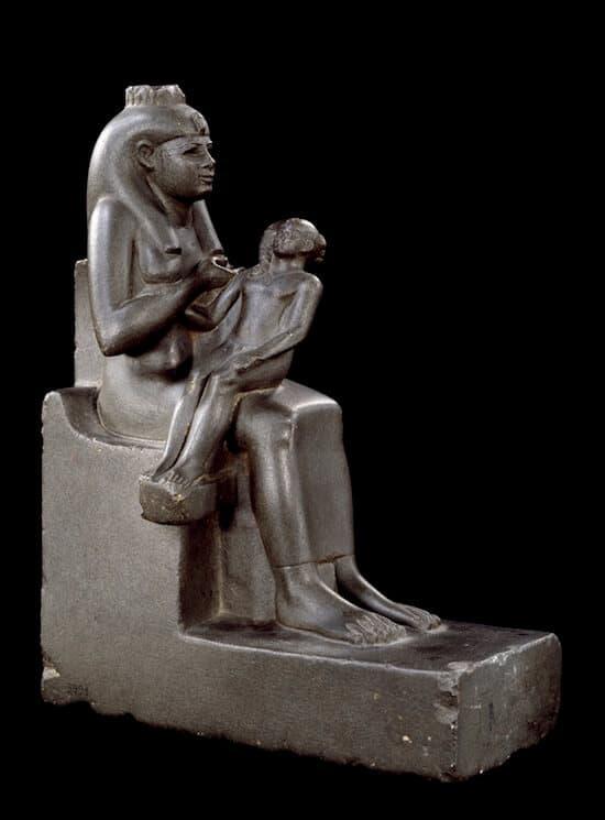 Statuetta di Iside che allatta Horus dedicata da Amenardis