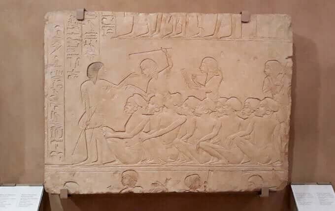 Un rilievo dalla tomba di Horemheb (Museo Archeologico di Bologna)