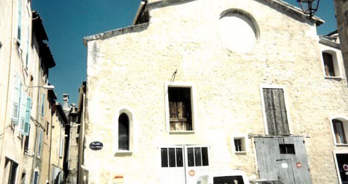 Apt: una chiesa trasformata in garage