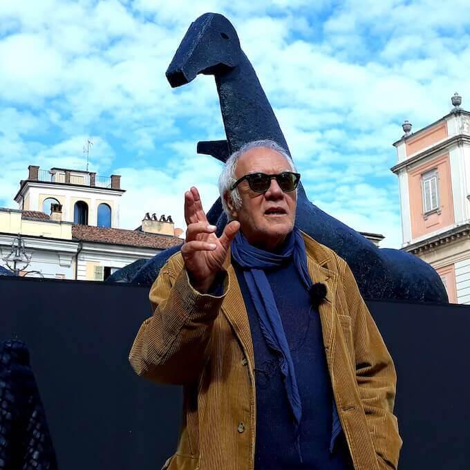 Mimmo Paladino in Piazza dei Cavalli a Piacenza (foto di Saul Stucchi)