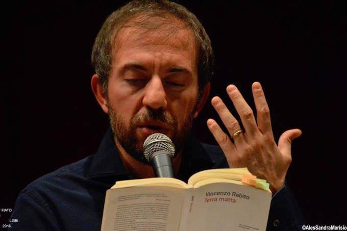 """Rosario Lisma legge """"Terra matta"""" di Vincenzo Rabito"""