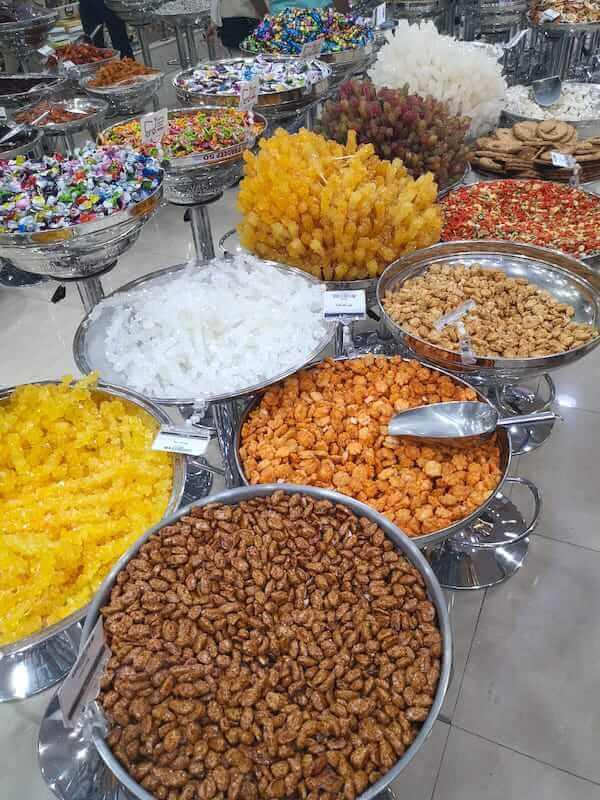 Il supermarket dei dolci a Shiraz