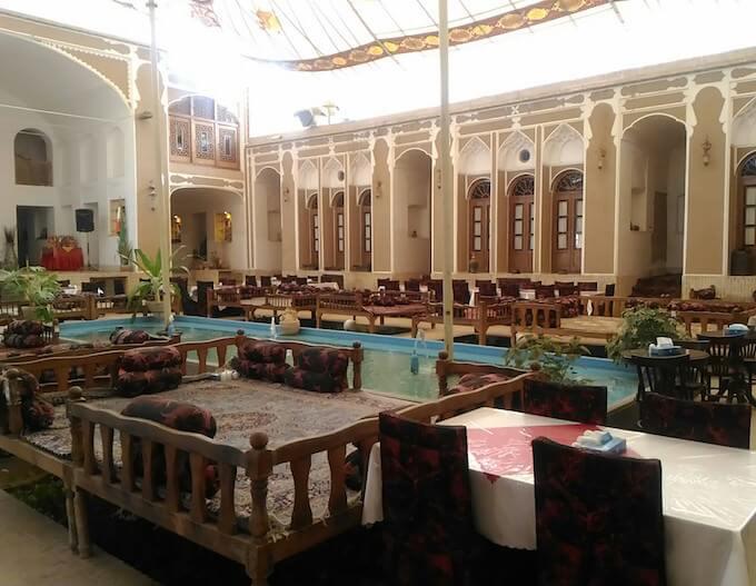 Yazd: il salone del Mehr Hotel