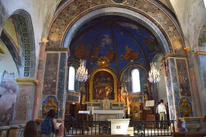 L'interno della chiesa di Oppède Le Vieux