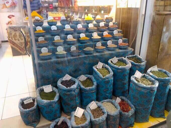 Spezie nel bazar di Shiraz