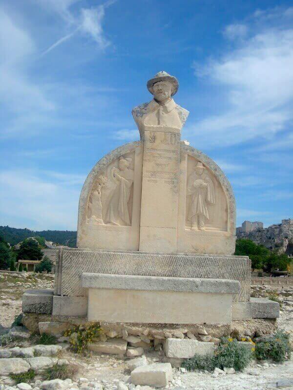 Monumento a Charloun Rieu