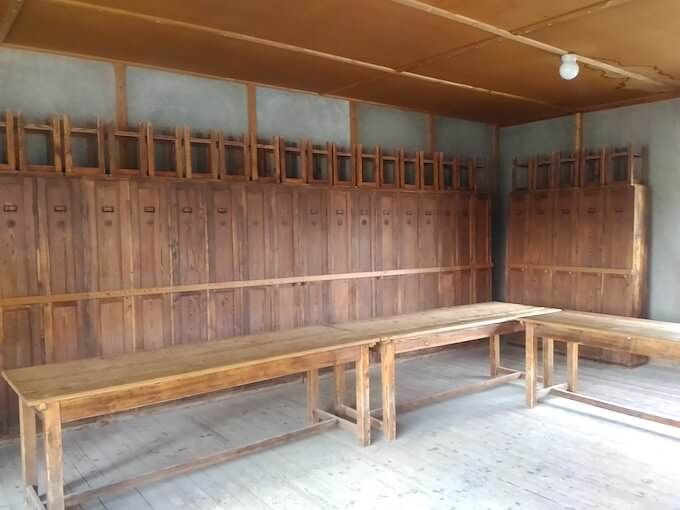 Sala comune di una baracca di Dachau