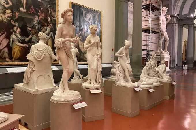 Statue nella Galleria dell'Accademia di Firenze