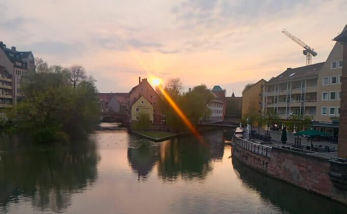 Tramonto sul fiume Pegnitz a Norimberga